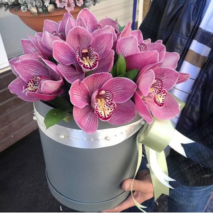 11 крупных орхидей в коробке R008