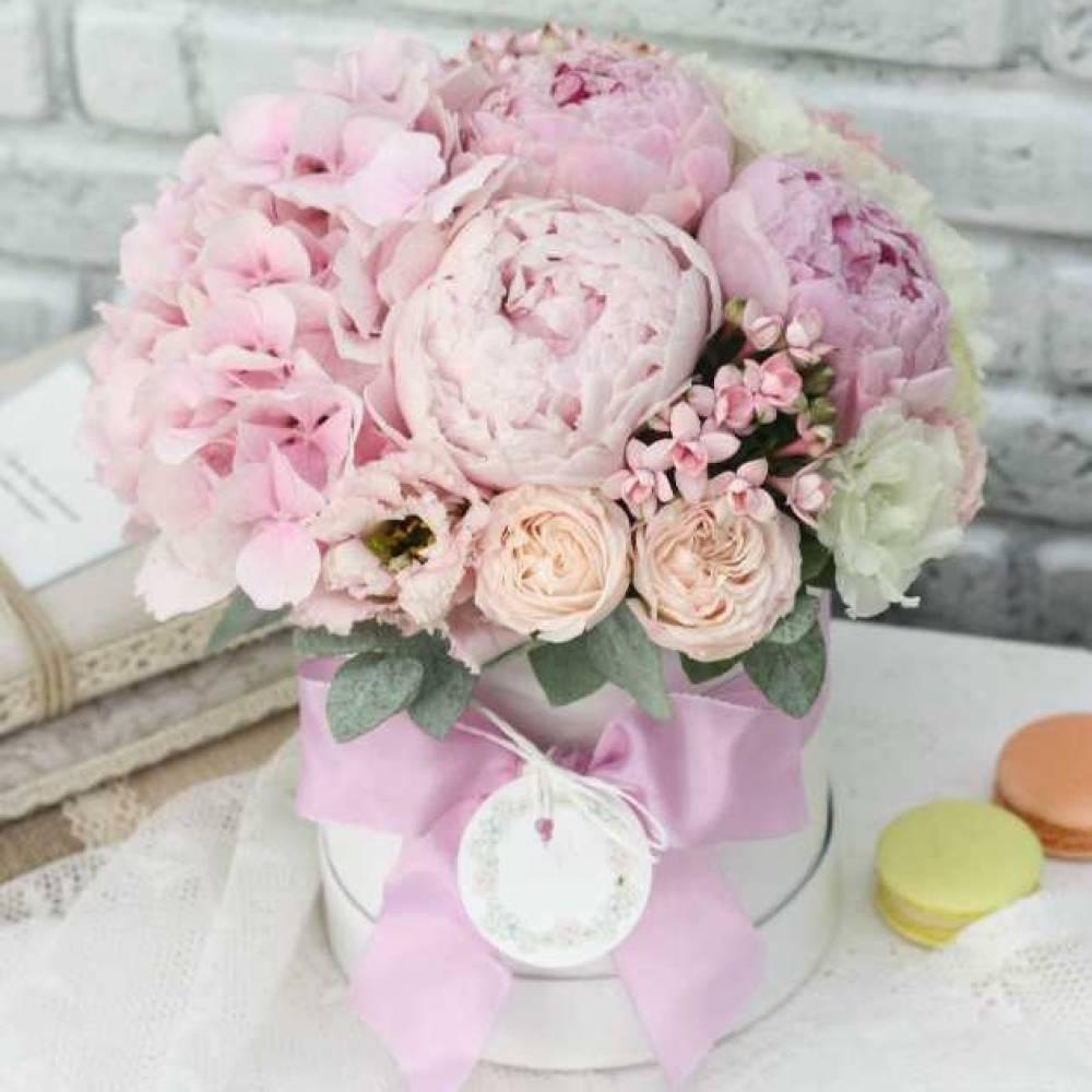 Днем рождения, открытка с днем рождения цветы в коробке пионы