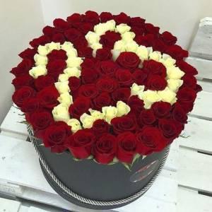 101 роза с цифрами в коробке R845