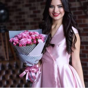 Букет 11 веток розовой пионовидной розы R894