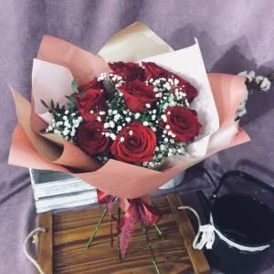 Букет 9 красных роз с гипсофилой R892
