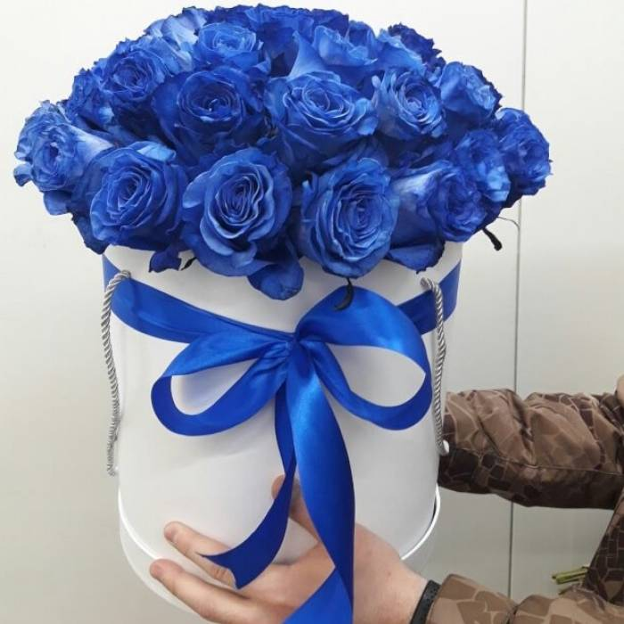 29 синих роз в коробке R013